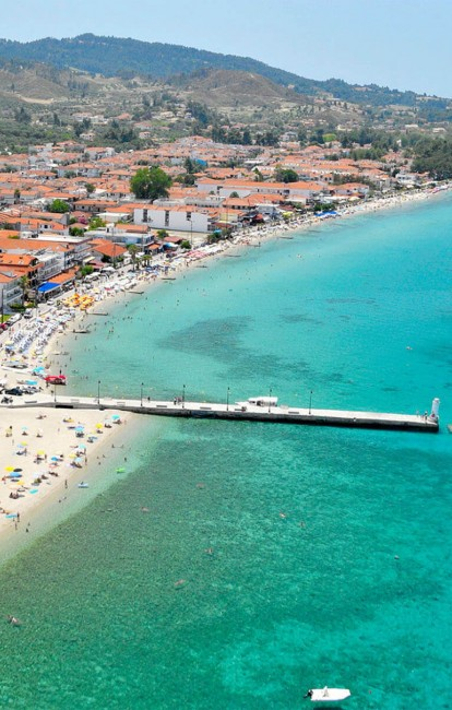 Enjoy the amazing promenade of Pefkochori while staying in the luxury Apartments Chalkidiki