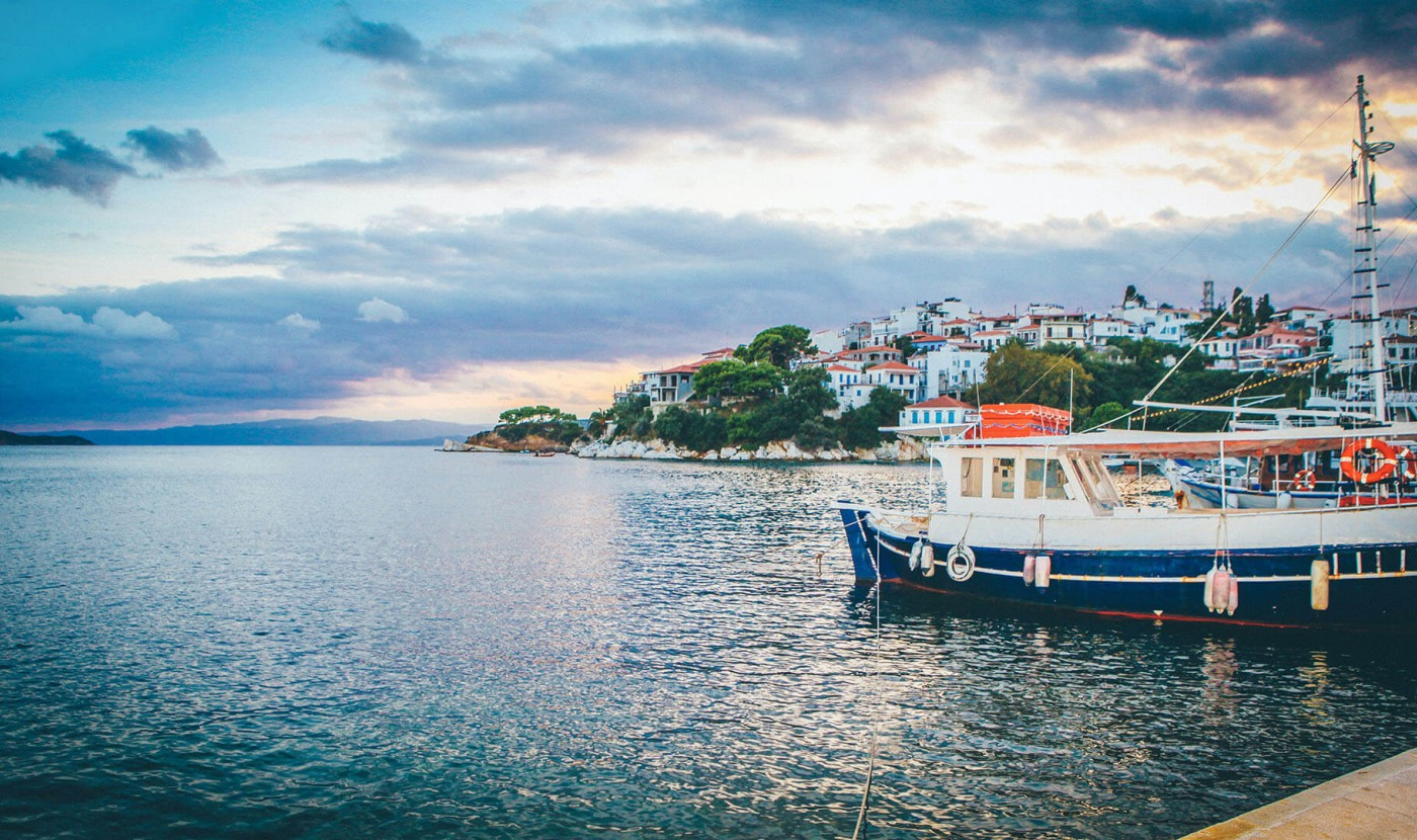 Learn how to arrange an amazing boat cruise in Kassandra only from Apartment Chalkidiki