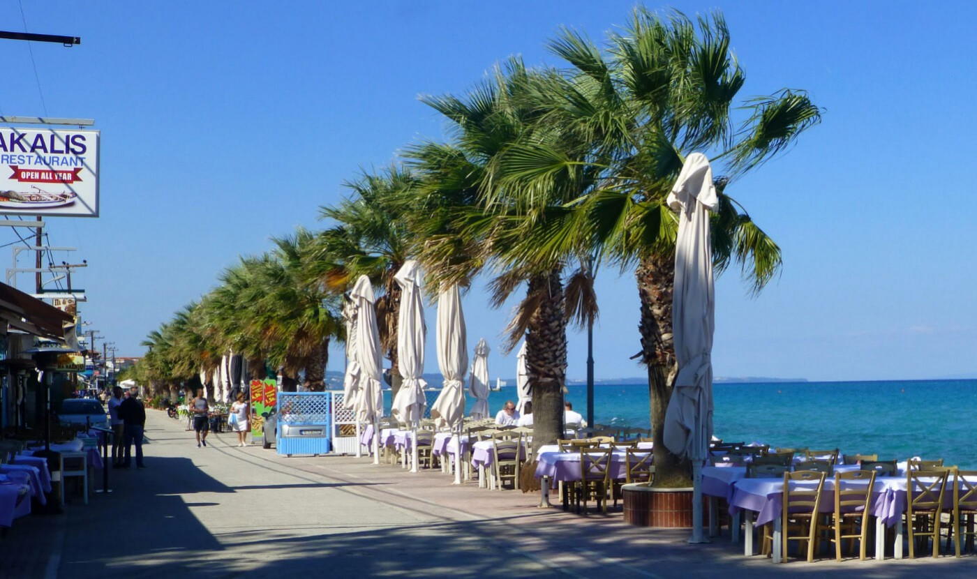 Taste the best local dishes in Pefkochori while staying in the luxurious Apartments Chalkidiki